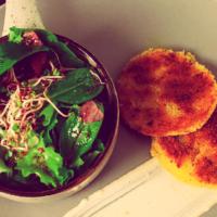 Veganer Bratkäse mit Ceasar-Salat