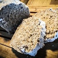 Veganes, glutenfreies Brot mit Teffmehl
